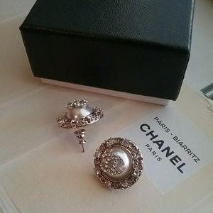 Chanel Crystal Pearl Earring!💫
